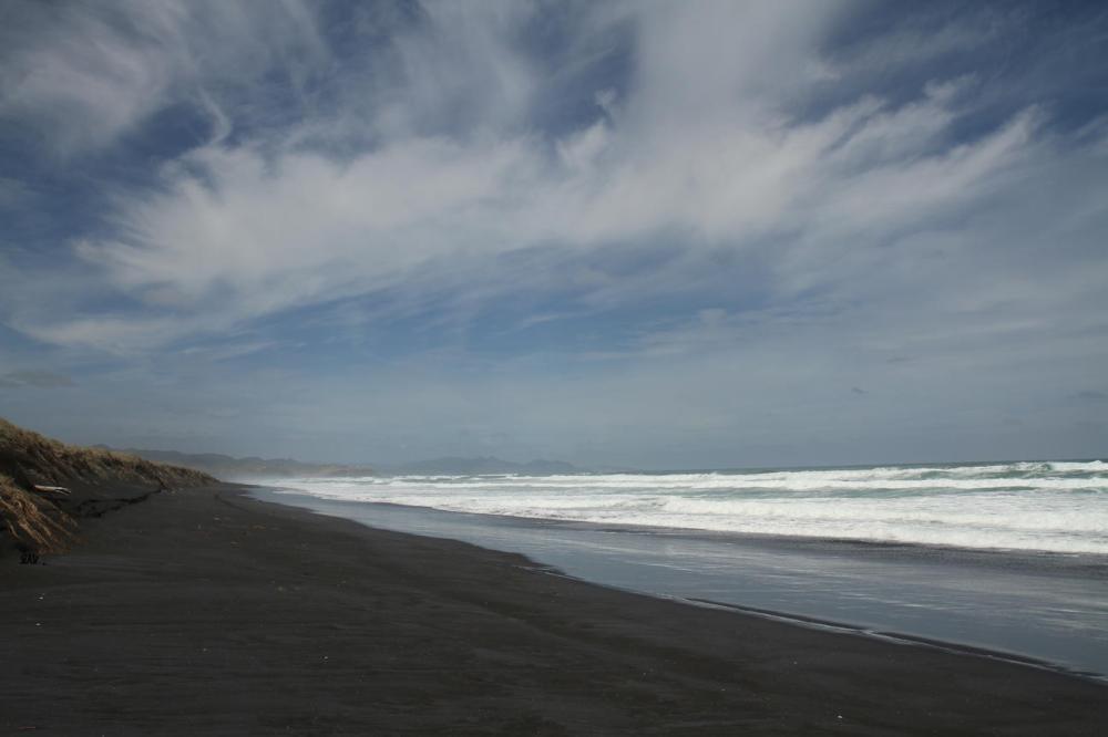mittag-schwarzer-strand