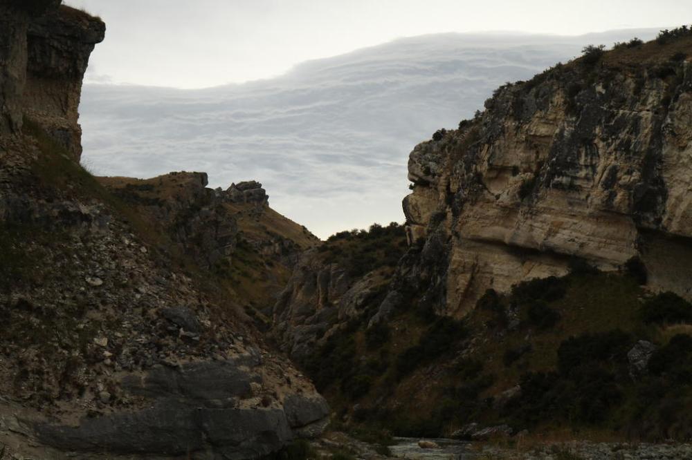 cave-stream-coole-wolken