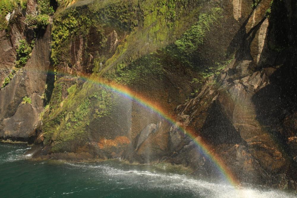 milford-erster-wasserfall-regenbogen